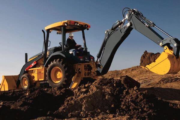 operador de retro escavadeira - Atrai Aditivos para concreto e aditivos para argamassa