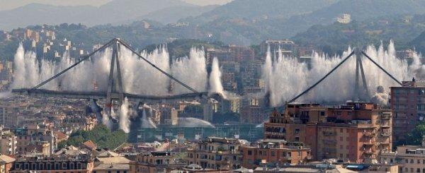 explosões controladas na ponte Morandi, na Itália